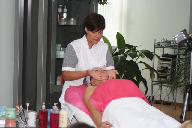 Тематический семинар по салонному и домашнему уходу за кожей лица и тела.